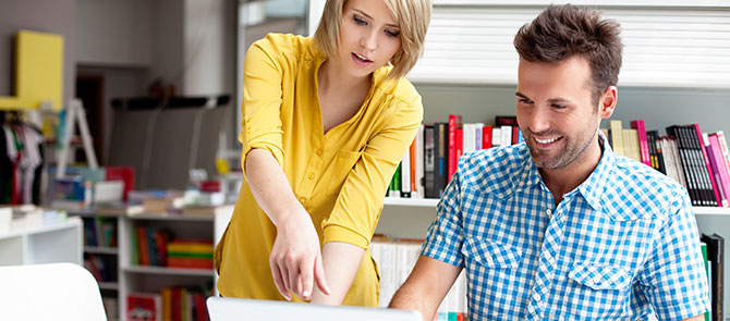 leerkrachten-in-overleg-man-en-vrouw-centraal-nederland