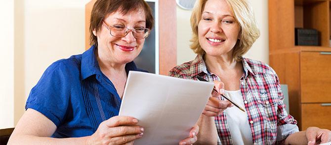leerkrachten-in-overleg-twee-oudere-vrouwen-centraal-nederland